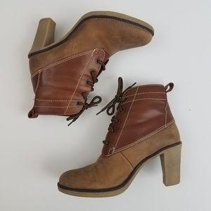 Johnston and Murphy 8 heeled booties